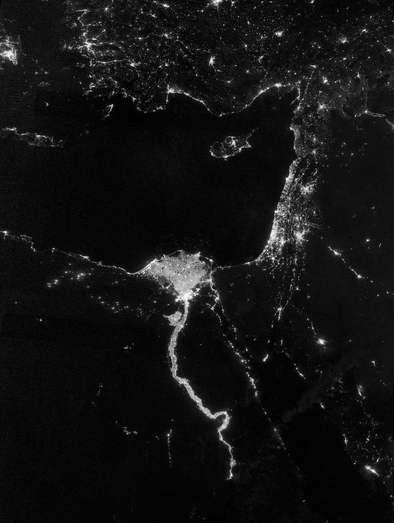 Night lights illuminate the region around the River Nile.    Source   : NASA Earth Observatory