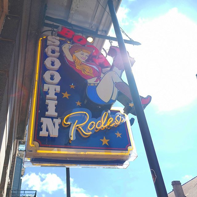 @houstontexans fans are welcome, but you're in @saints country at this rodeo. Come one in and catch #MNF at Boot Scootin'! Doors open at 4pm.