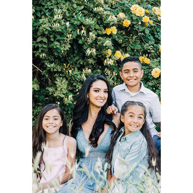 @sarathenaa and her sweet babies! #modelfamily #lubbocktx #lbk #lubbocktxphotographer #springminisessions #lubbockphotographer #mommyandme #yellowroses #honeysuckle #texas #texasfamilyphotographer