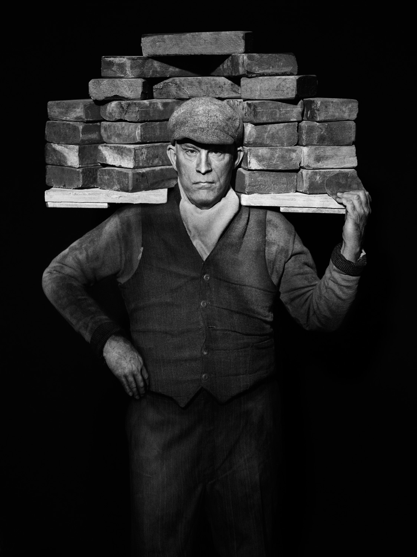 August Sander / Bricklayer (1928), 2017