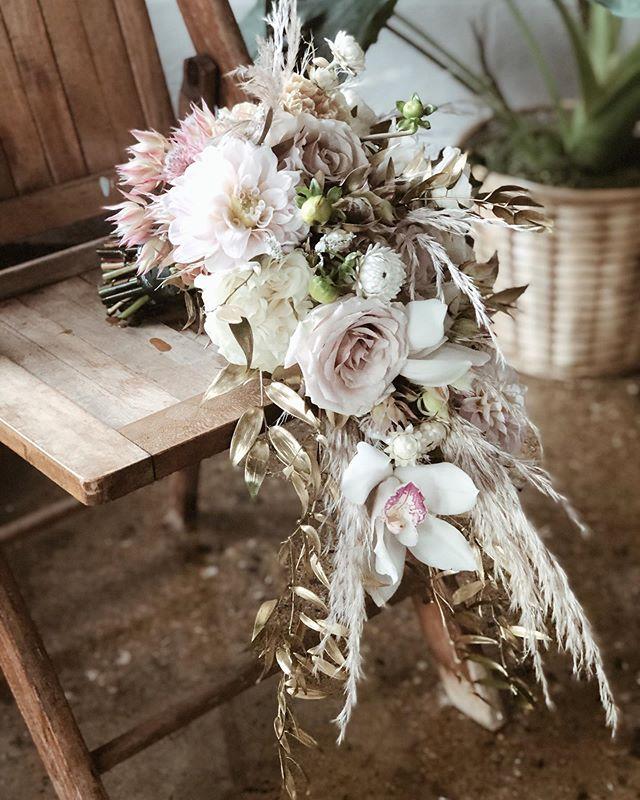 Beautiful bridal cascade bouquet💞 . . . . #thewhittier #detroitwedding #detroitweddings #detroitweddingvenues #detroitflorist #detroitweddingflorist