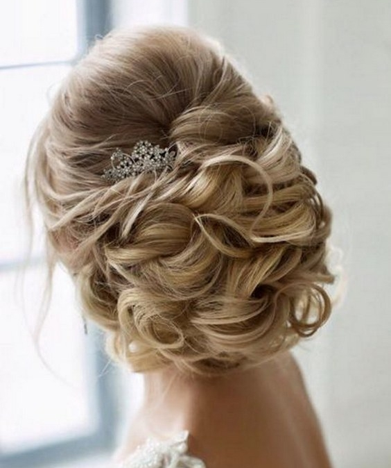 Elstile-twisted-wedding-updo.jpg