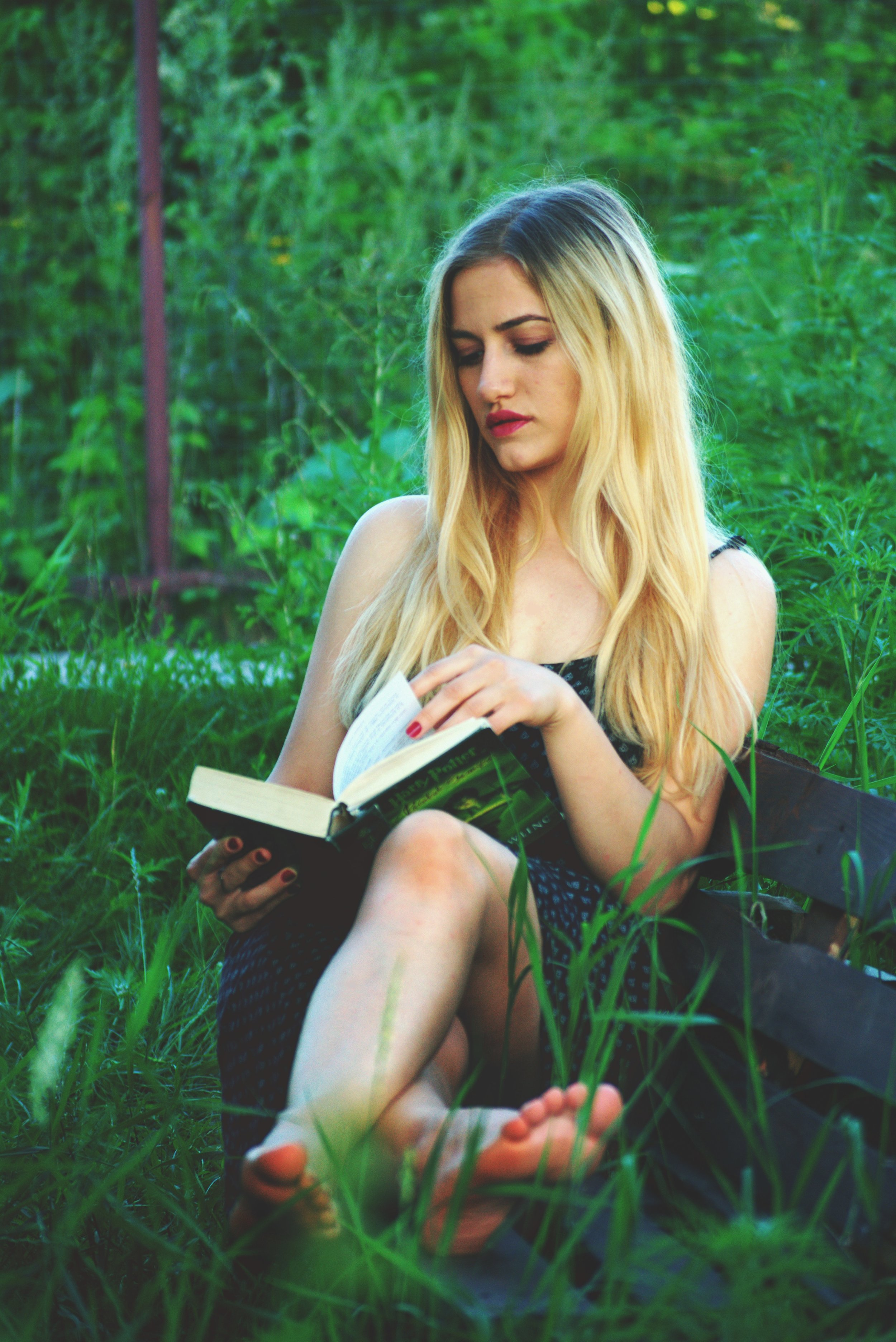 beautiful-bench-blonde-1319849.jpg