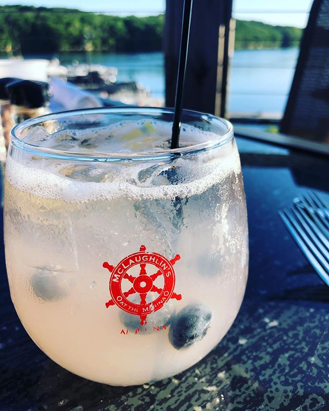 Days like these I think about how I never thought I'd be living the life I am.  Starting my MBA in two days.  Well-traveled all around the US. Enjoying the luxuries of a cocktail on the marina.  Living in my beautiful hometown close to family, friends and my boyfriend. Days like these I feel overwhelmed with gratitude 💖 . . . #gratitude #maine #lifecoach #consultantlife #cocktail ✨