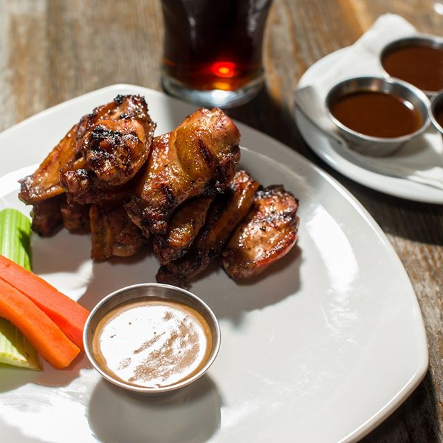 Winging it! 🤙We have half-price wings tonight and $5 pints! + more great deals all week! - - - #foodanddrink #ymm #ymmmy #goodtimes #gamesnight #foodlovers #eatanddrink #socialhour #happyhour #primeonfranklin #wingsnight #greatdeals #fortmacfood