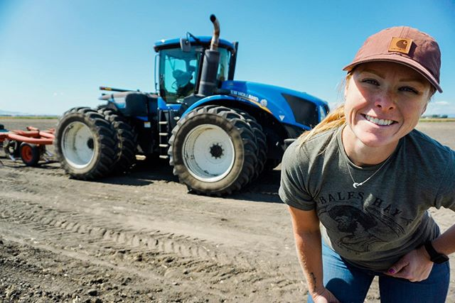 You can drive that? 🚜 ⁣ ⁣ What, you can't?? 🤔⁣ ⁣ JayKay 😉 I love driving big blue. It's a real spoiled life let me tell you. I can't wait to finally get some video up on YouTube of me driving in a million circles 🤪⁣ ⁣ If you love my Instagram, click the link in my bio and subscribe to my YouTube🤗 YouTube is so weird for me but I promise I'm trying 😅 ⁣ ⁣ My goal is for it to just take everything to the next level 🤞🏻I also need something to help justify buying a new computer 🙃⁣ ⁣ ⁣ ⁣ ⁣ #youtube #realrealitytv #newhollandtractor ⁣ #womeninag #farmher #womenwhofarm #countryliving #agvocate #iamamodernfarmer #farmerlifestyle #femalefarmer #thisiswomenswork #farming #minifarm #grainfarmer #californiaFarmsandranches ⁣ #farmer #farmersdaughter #smallfarm⁣ #afbfshare #cagrown #whyifarm #femalefarmerproject #californiafarmer #california