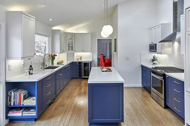 Remodeling your home doesn't have to cost an arm and a leg! A little paint, updated hardware, and revamped backsplash transformed this kitchen from dull and outdated to bright and modern. By accomplishing so much with so little, our client was able to use the remaining funds in their reno budget to purchase some new appliances.  #kitchenremodel #kitchenisland #kitchendesign #interiordesign #kitchen #kitcheninspo #freshpaint #beforeandafter #freshstyle #howyouhome #paintedcabinets #mybhghome #homeinspo