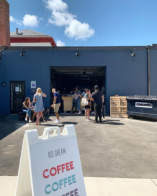 Yesterday's weather was perfect 👌 for a garage pop up. Coffee outside is always the best ☀️