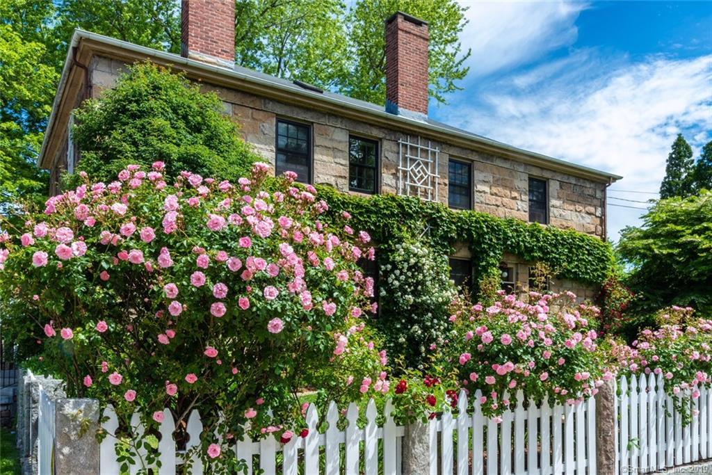 Berkshire_Exterior roses.jpg