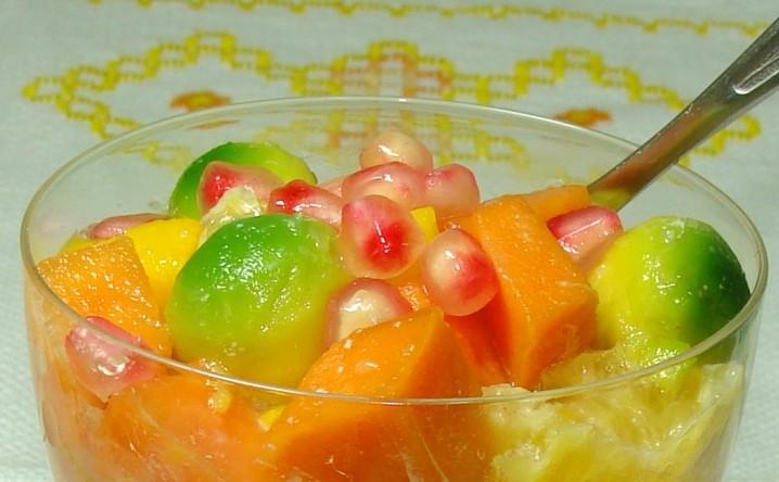 Salada-de-Frutas-com-Molho-de-Romã-e1450646479259.jpg