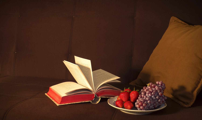 Livro-e-fruta.jpg