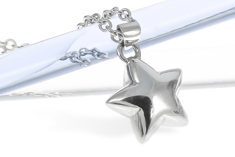 Sterling silver medium solid star necklace