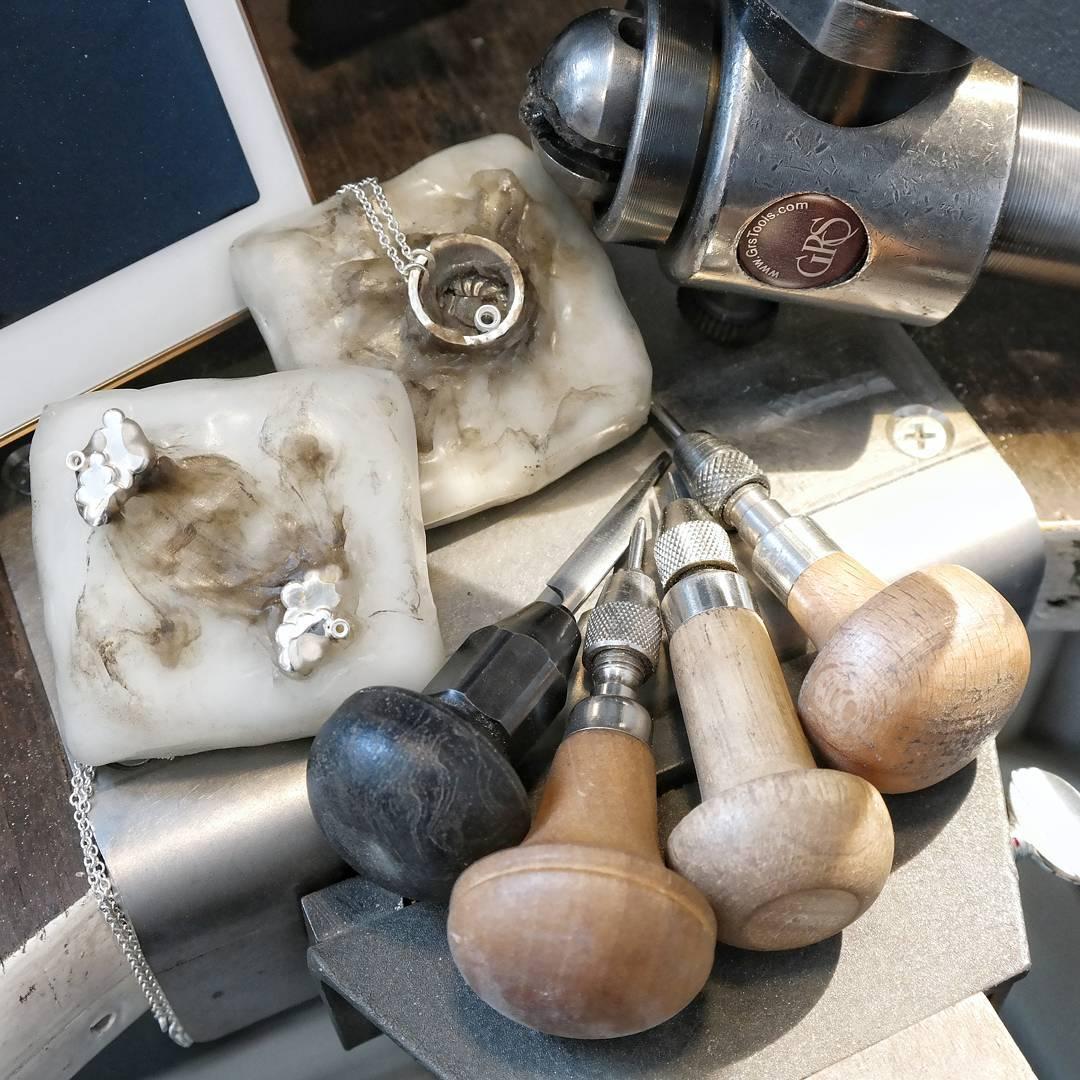 Jewellery stone setting tools