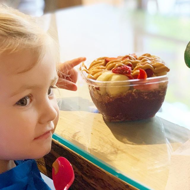 If you're struggling with a picky eater, think about all the foods that our kids see on a regular basis that our generation never knew. I was contemplating this today as my 2yo dug into her açaí and almond butter bowl. Our children know such a larger variety of foods than we ever did (raise your hand if Chinese takeout was as foreign as it got in the 1980s🖐). But even foods we take for granted now—staples like avocado, mango, sunflower butter, and sushi—weren't mainstream 30+ years ago. So rest assured that even if your child doesn't eat avocado 🥑 or if she only eats peanut butter 🥜, this generation is still better off in terms of variety and exposure than we ever were.  #peasfulkitchen #foodforthought #foodforthought💭 #fridayfoodforthought #pickyeater #feedingkids #feedingtoddlers #familyfood
