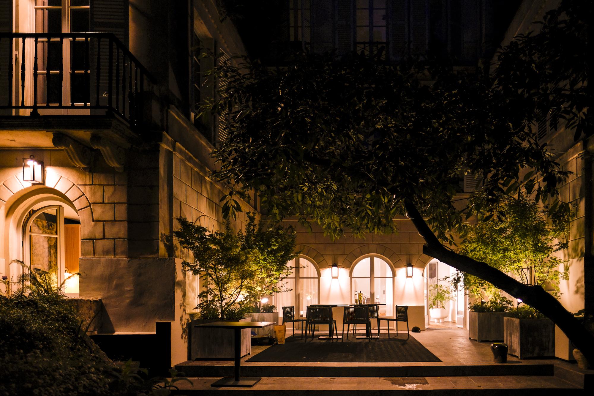 Patio de nuit Hôtel particulier Atelier Gabriel
