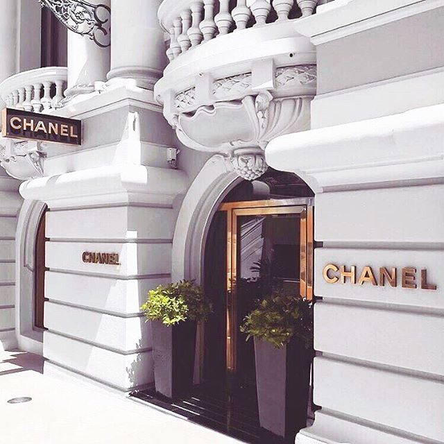 — One of our favourite services we offer is planning your private and personal luxury shopping experiences. Ensuring that your fashionable and ready for your VIP events.  __  Our team works with different designers and luxury retailers to make sure you are ready for any occasion. . . . 📧 for more information on these services.