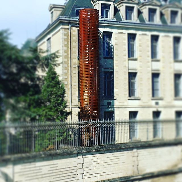 First project ever built with créature architectes! The steel screen encloses 5 levels of a new spiral staircase adjacent to a classical building. Each cor-ten panel is mirrored and is perforated with circles with varying diameters to form a seamless pattern. #poitiers #cortensteel #spiralstaircase #parametric #parametricdesign