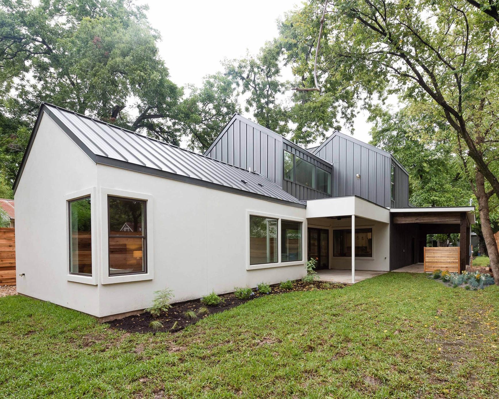 Hogan_Architects_Residential_austin_custom_hyde_park_avenue_backyard.jpg