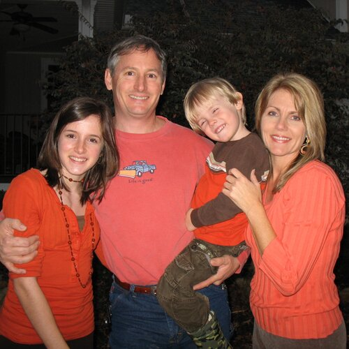 2007 - Caitlin at 14 years old with her family