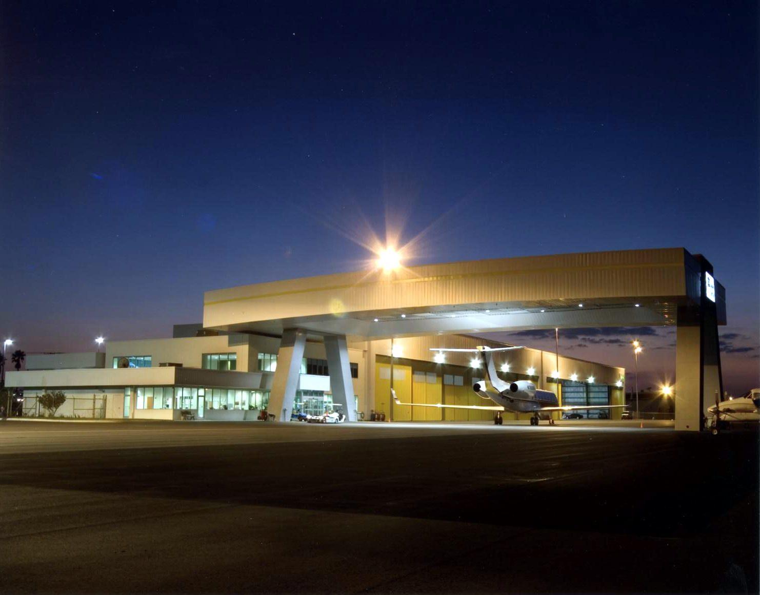 Tampa International Jet Center night 5-17-05.jpg