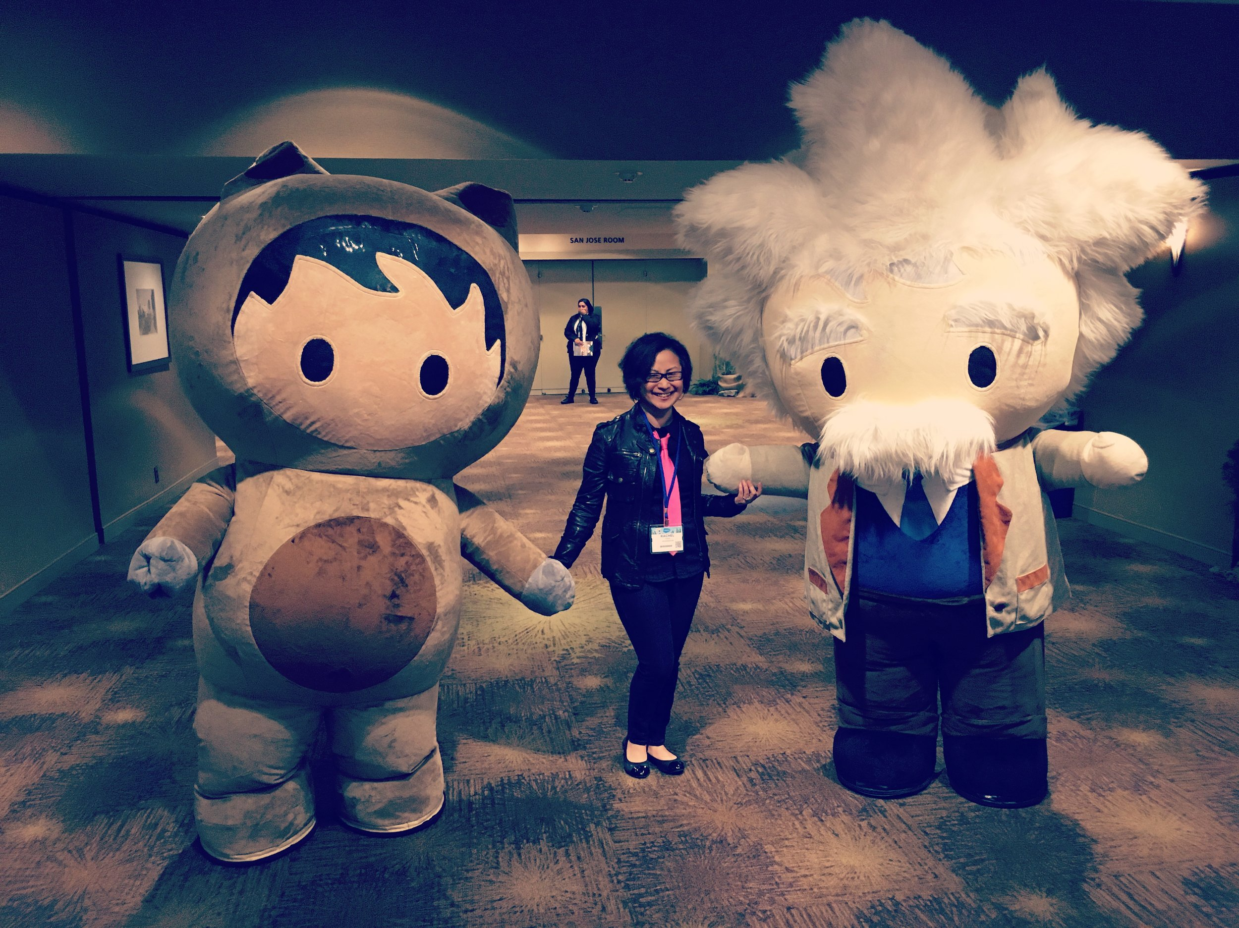 Hanging out with  Salesforce  mascots, Astro (my fave!)& Einstein, at  Trailhead  Live Los Angeles!