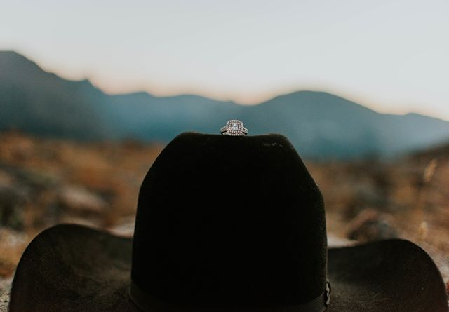 mountains, cowboy hats + diamonds... we'll take all three! ⠀⠀⠀⠀⠀⠀⠀⠀⠀ photo by // @missmillers_photography ⠀⠀⠀⠀⠀⠀⠀⠀⠀ :⠀⠀⠀⠀⠀⠀⠀⠀⠀ :⠀⠀⠀⠀⠀⠀⠀⠀⠀ #justengaged #westernwedding #buckskinbride  #westernbride #cowboywedding #countryweddingblog #ranchlife #ranchengagement #horseengagement #cowboyengagment #isaidyes