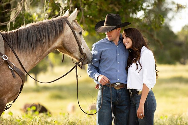 Happy Wednesday! We're lovin' on this sweet shot taken by @laurenmaevephotography ⠀⠀⠀⠀⠀⠀⠀⠀⠀ :⠀⠀⠀⠀⠀⠀⠀⠀⠀ :⠀⠀⠀⠀⠀⠀⠀⠀⠀ #justengaged #westernwedding #buckskinbride  #westernbride #cowboywedding #countryweddingblog #ranchlife #ranchengagement #horseengagement #cowboyengagment #isaidyes