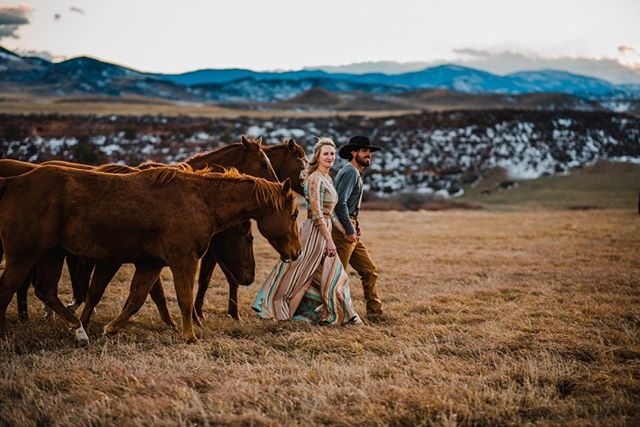 Hey weekend, we're coming for you! Image by // @oneoakphotography ⠀⠀⠀⠀⠀⠀⠀⠀⠀ :⠀⠀⠀⠀⠀⠀⠀⠀⠀ :⠀⠀⠀⠀⠀⠀⠀⠀⠀ #justengaged #westernwedding #buckskinbride  #westernbride #cowboywedding #countryweddingblog #ranchlife #ranchengagement #horseengagement #cowboyengagment #isaidyes