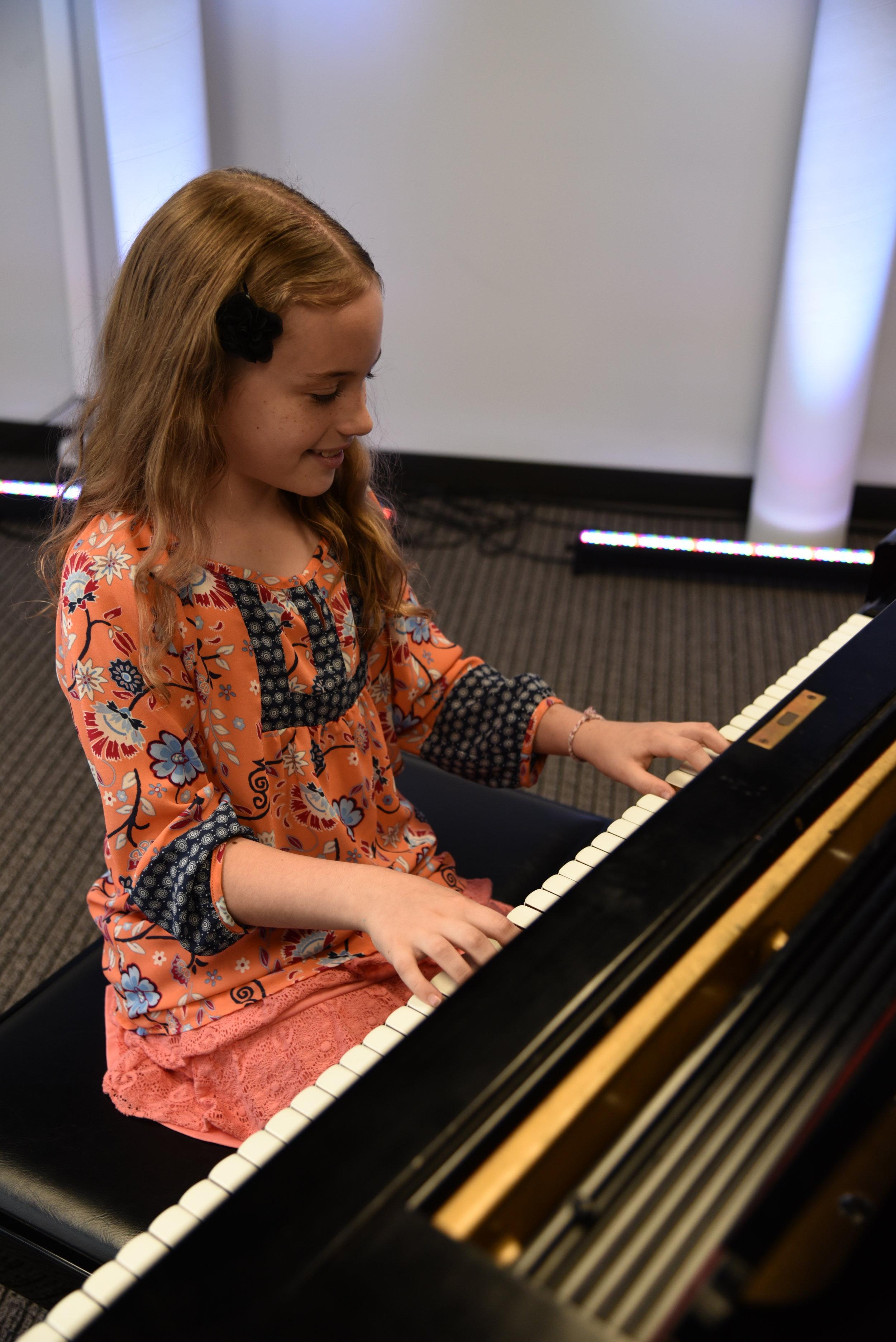 girl piano 9.JPG