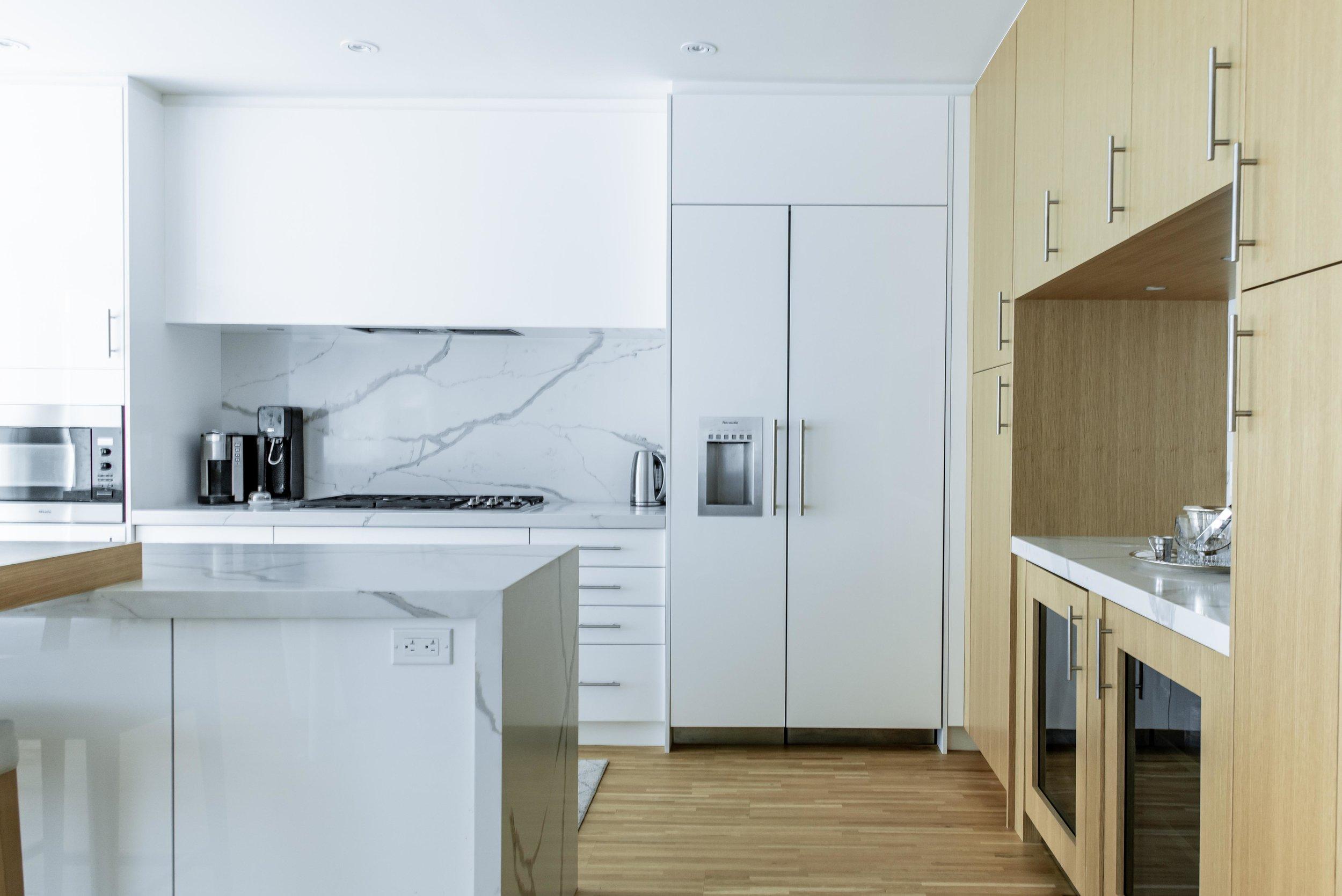 DSC_9123 - Kitchen Bar Low.jpg