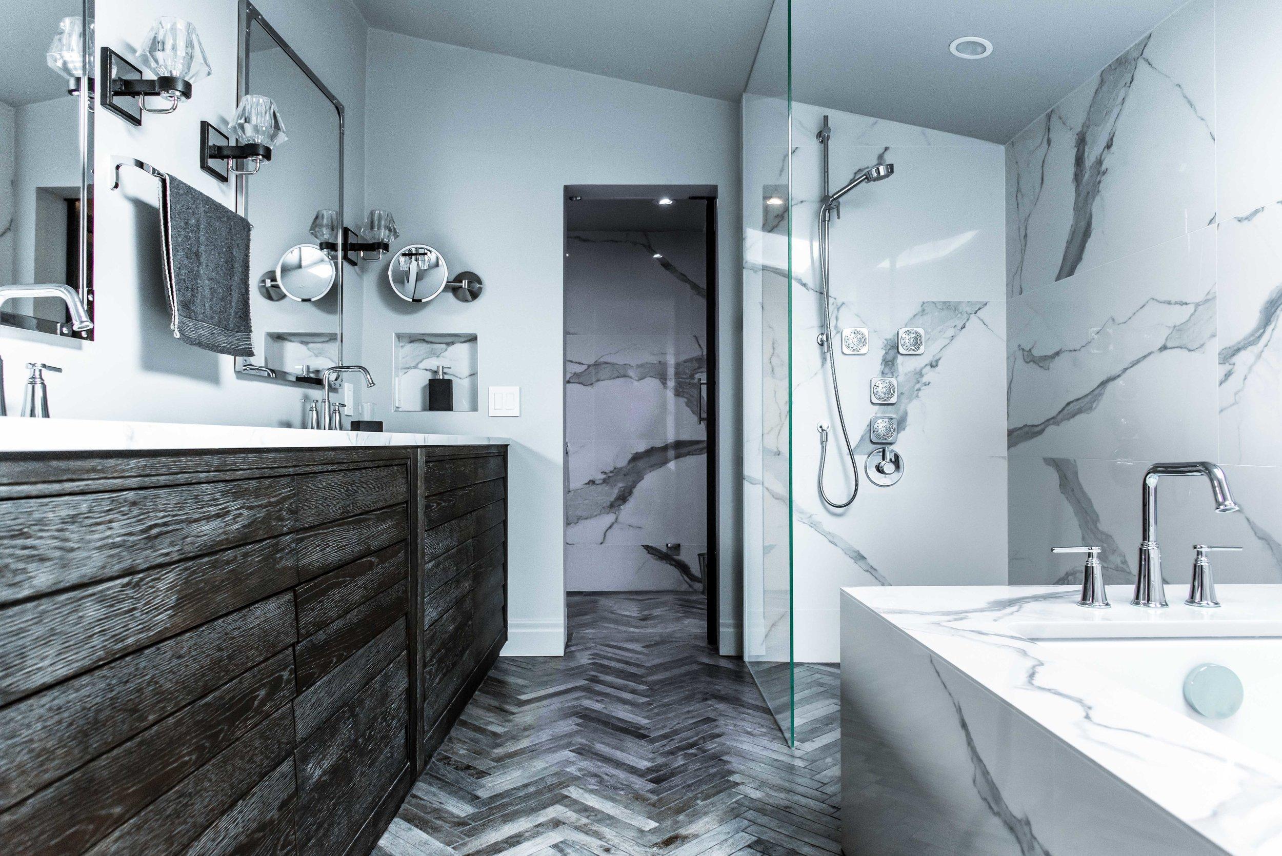 DSC_9035 - Bathroom Door Low.jpg