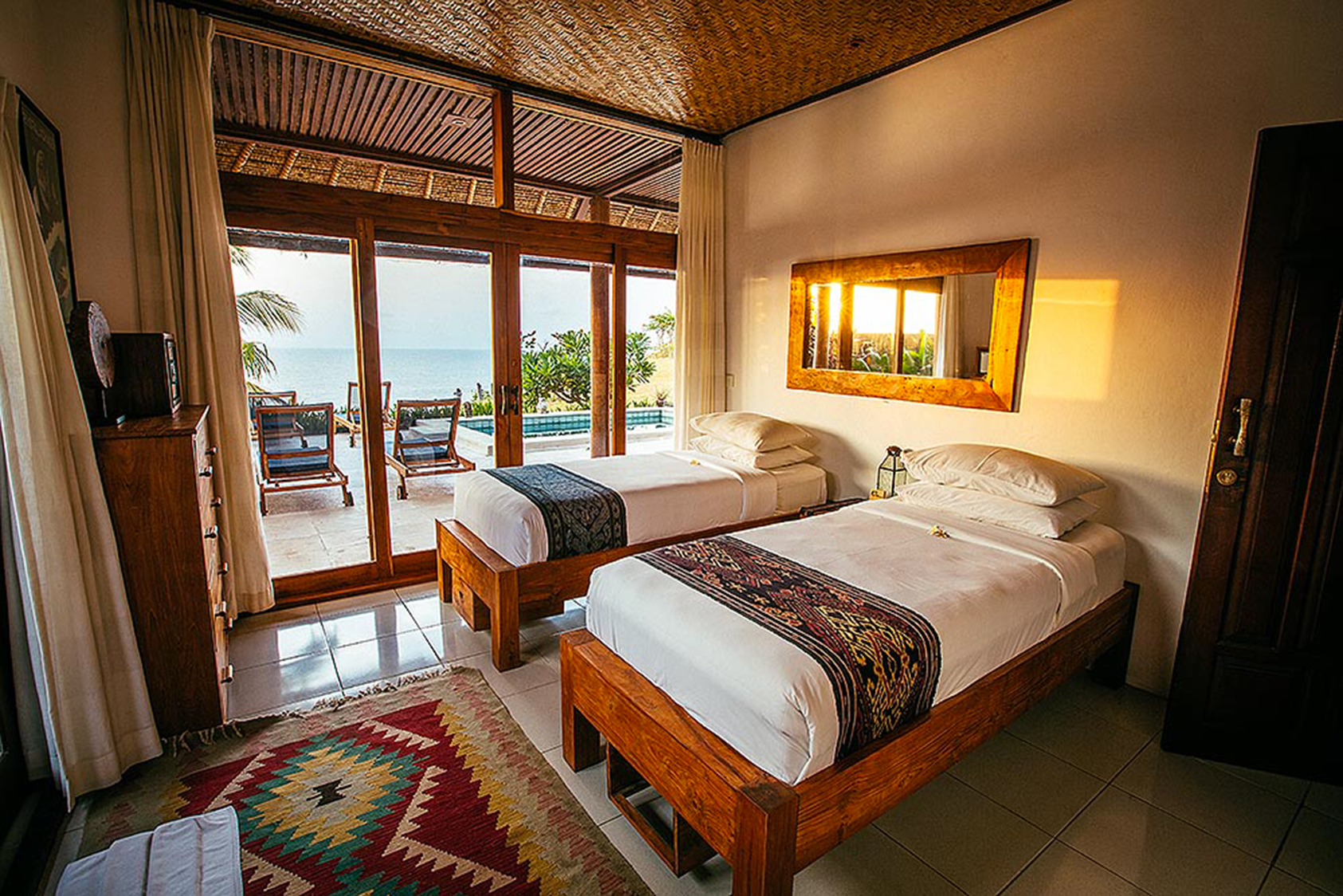 PACKAGE 1 - FULL SIZE W/ SHARED BATH  Features: Shared Bath, Ocean Views, Air Conditioning, Modern Suite, Full Size Bed