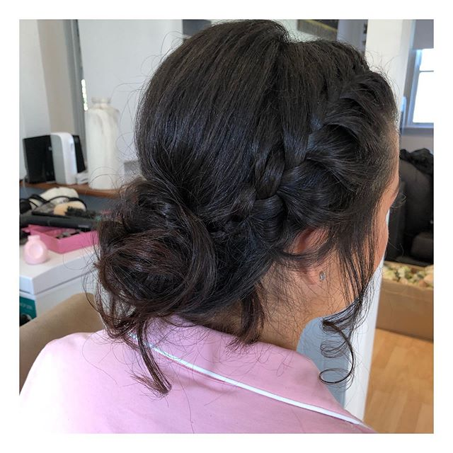 Yesterdays gorgeous bridesmaids hairstyle 💕 . . . . . #bridesmaid #hairstyle #braid #texturedbun #drummoyne #indieskyandco #weddingday #bridalhair #whitewedding #seargentsmess