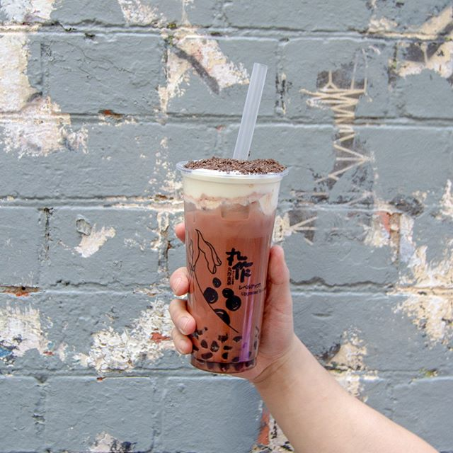Dreaming of a creamy chocolate treat? We've got you covered! Featuring the new One Zo Oreo Latte 🍪🍫 Milk cheese foam + Oreo crumbs + choc milk latte + chocolate pearls ❤️️ . . #onezomelbourne #onezo #tapioca #bubbletealover #boba #bobatea #milktea #bubbletea #melbournefoodie #melbourneiloveyou #visitmelbourne #drinksoftheday #instadrink #f52grams #freshlybrewed