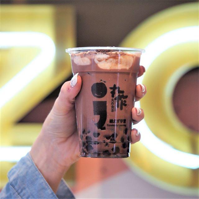 Want to indulge a little today?  Featuring the new One Zo Oreo Latte 🍪🍫 Milk cheese foam + Oreo crumbs + choc milk latte + chocolate pearls ❤️ ✨📸 @bigmelbappetite. . . #onezomelbourne #onezo #tapioca #bubbletealover #boba #bobatea #milktea #bubbletea #melbournefoodie #melbourneiloveyou #visitmelbourne #drinksoftheday #instadrink #f52grams #freshlybrewed