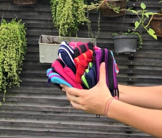 ….1. Define the design..1. Définissez le modèle…. - ….It's a purse, a bag? Which dimensions? What color?..C'est une pochette, un sac ? Les dimensions? Les couleurs?….