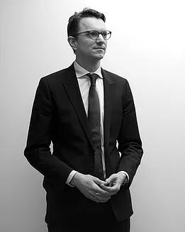 Martijn van de Koolwijk Partner   Allround (internationaal) fiscalist. Zijn cliënten bestaan uit de (grotere) ondernemingen, hun aandeelhouders en Private Clients. Martijn adviseert over management participaties, M&A transacties en vermogens-structurering voor Private Clients.  Met meer dan zestien jaar fiscale ervaring, bij o.m. EY en Clifford Chance, heeft hij in 2013 Tax at Work opgezet.  E-mail:  koolwijk@taxatwork.com