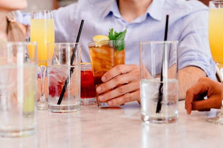 cocktails-1149171_1920-1-750x500.jpg