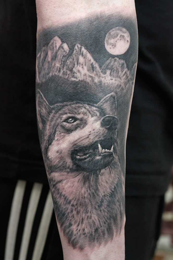 With this wolf animal tattoo, customer insisted on all the elements of immortal classic to be present in composition. Whole tattoo was done in one tattoing session.