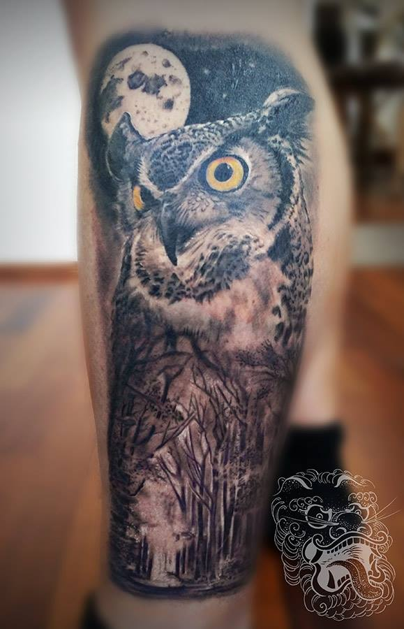 In this animal tattoo, owl stands for a close connection with nature.