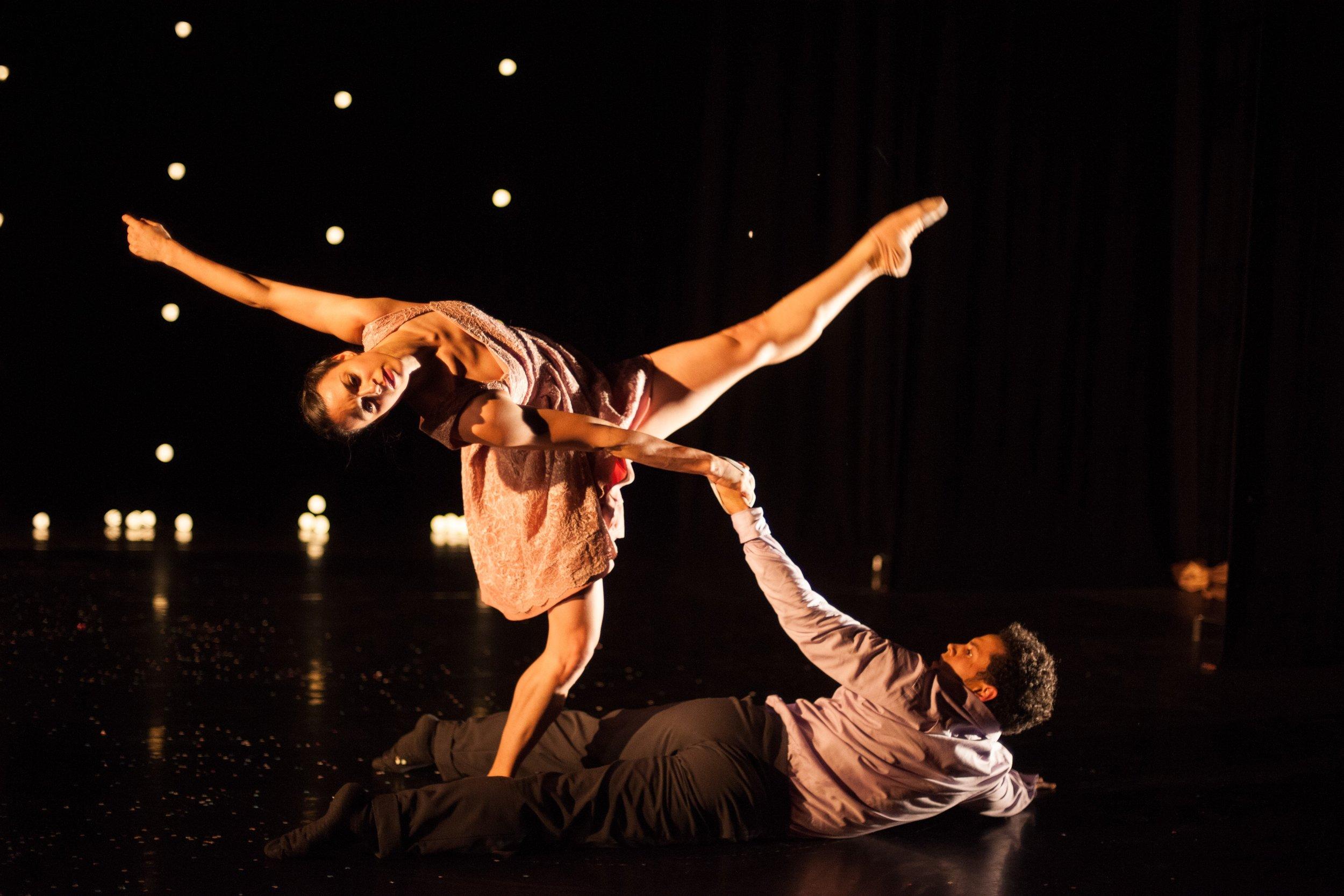 Umanoove in 'The Knot' - dancers Sara Harton and Dane Hurst - photo Chris Nash.jpg