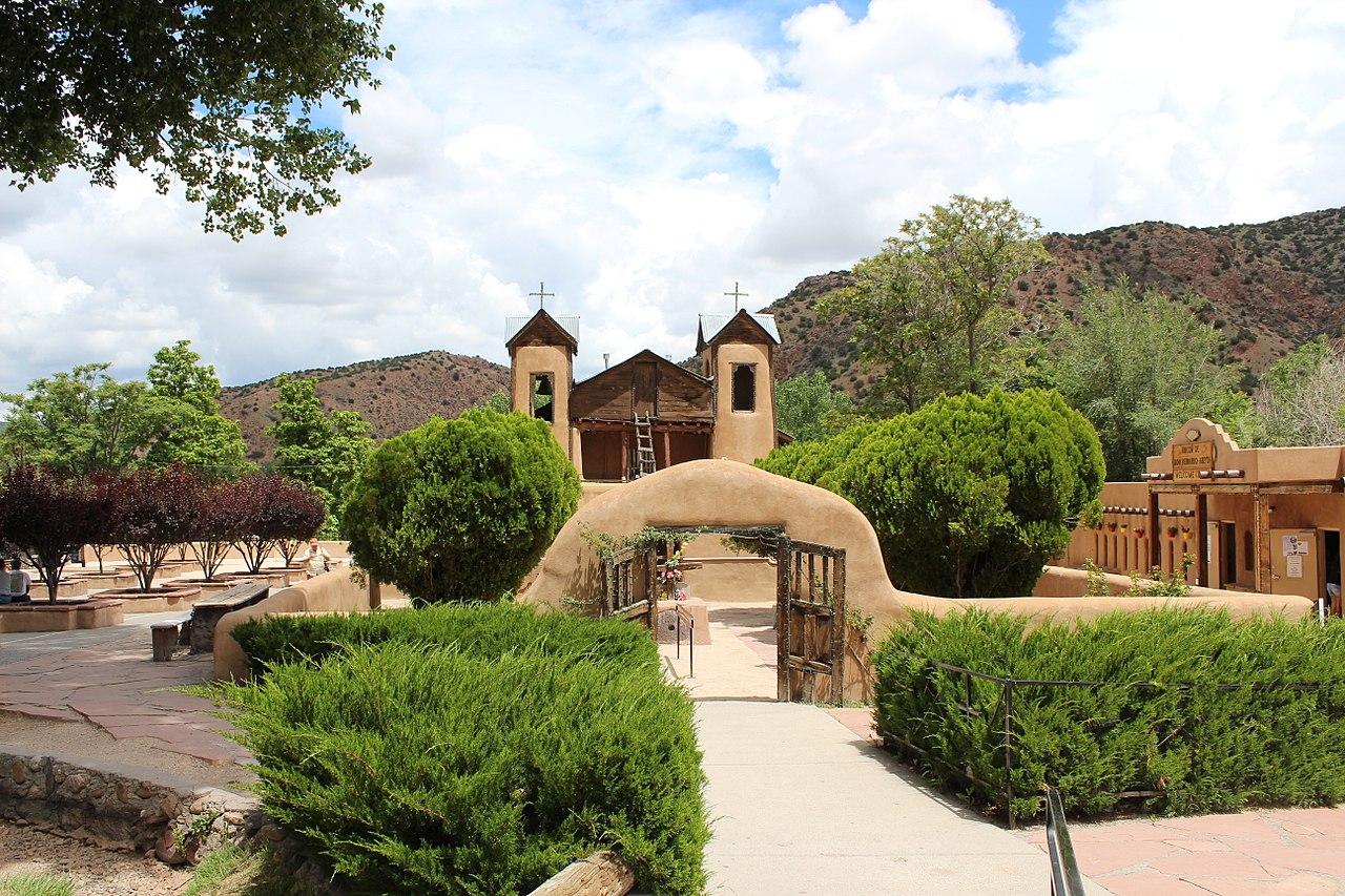 Santuario_de_Chimayo,_New_Mexico.jpg