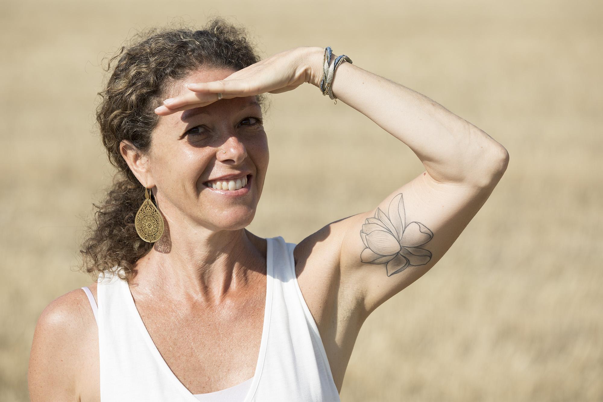 """patrizia - Thérapeute en Ayurveda - enseignante de Yoga · massages et traitements ayurvédiques · spécialisation en maternité · drainages lymphatiques ·Depuis ma plus tendre enfance, la nature est mon oasis de ressourcement. Je ressens un lien très fort avec notre chère Terre Mère. Elle m'inspire de par sa générosité et son abondance sans limites. Abondance et amour qui m'inspire également, dans les massages et la pratique du Yoga.Je découvre le Yoga en 1999, enceinte de mon premier enfant et puis l'Ayurveda en 2004.Depuis j'ai eu la chance de rencontrer sur mon chemin, des enseignants d'exceptions transmettant leur savoir avec un grand respect.En 2011, la rencontre avec mon maître, ami et frère spirituel Sri Andrei Ram, métamorphose ma pratique du Yoga. Son enseignement est complet, subtil et profond. Il nous guide avec douceur et détermination vers une compréhension et une ouverture du coeur à la foi individuelle et collective.Grâce à lui j'explore désormais une dimension spirituelle que je n'avais encore jamais expérimentée.En 2017, il m'initie selon la tradition et me donne le nom spirituel de """"Shanti Ma"""".En 2018, je reçois un enseignement de méditation en Inde, en tant que formatrice Heartfulness.Avec gratitude, dévotion et amour, je partage avec ceux qui m'entourent tout ce que je réalise à travers ma pratique personnelle, afin que chacun puisse trouver son chemin vers l'auto réalisation.Thérapeute agréée ASCAwww.patrizialarotonda.com+41 78 818 10 84"""