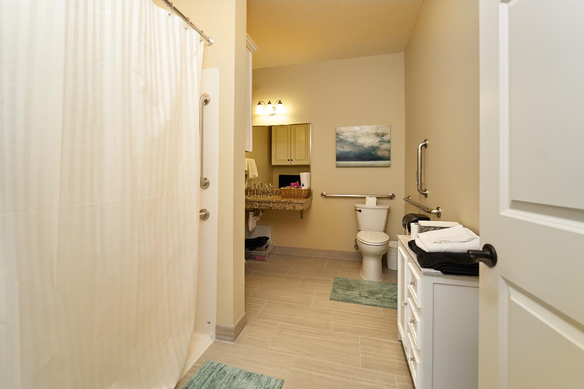 Suitebathroom.jpg