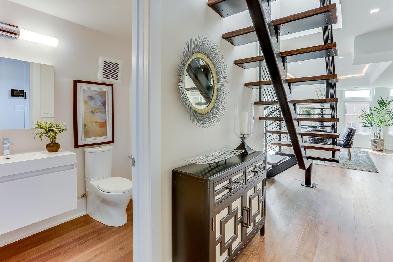 1001 Monroe St NW 5 Washington-large-007-41-Foyer-1500x1000-72dpi.jpg