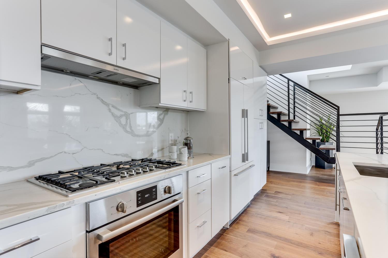 1001 Monroe St NW 5 Washington-large-024-46-Kitchen-1500x1000-72dpi.jpg
