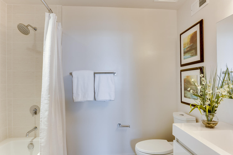 1001 Monroe St NW 5 Washington-large-051-57-Bathroom-1500x1000-72dpi.jpg