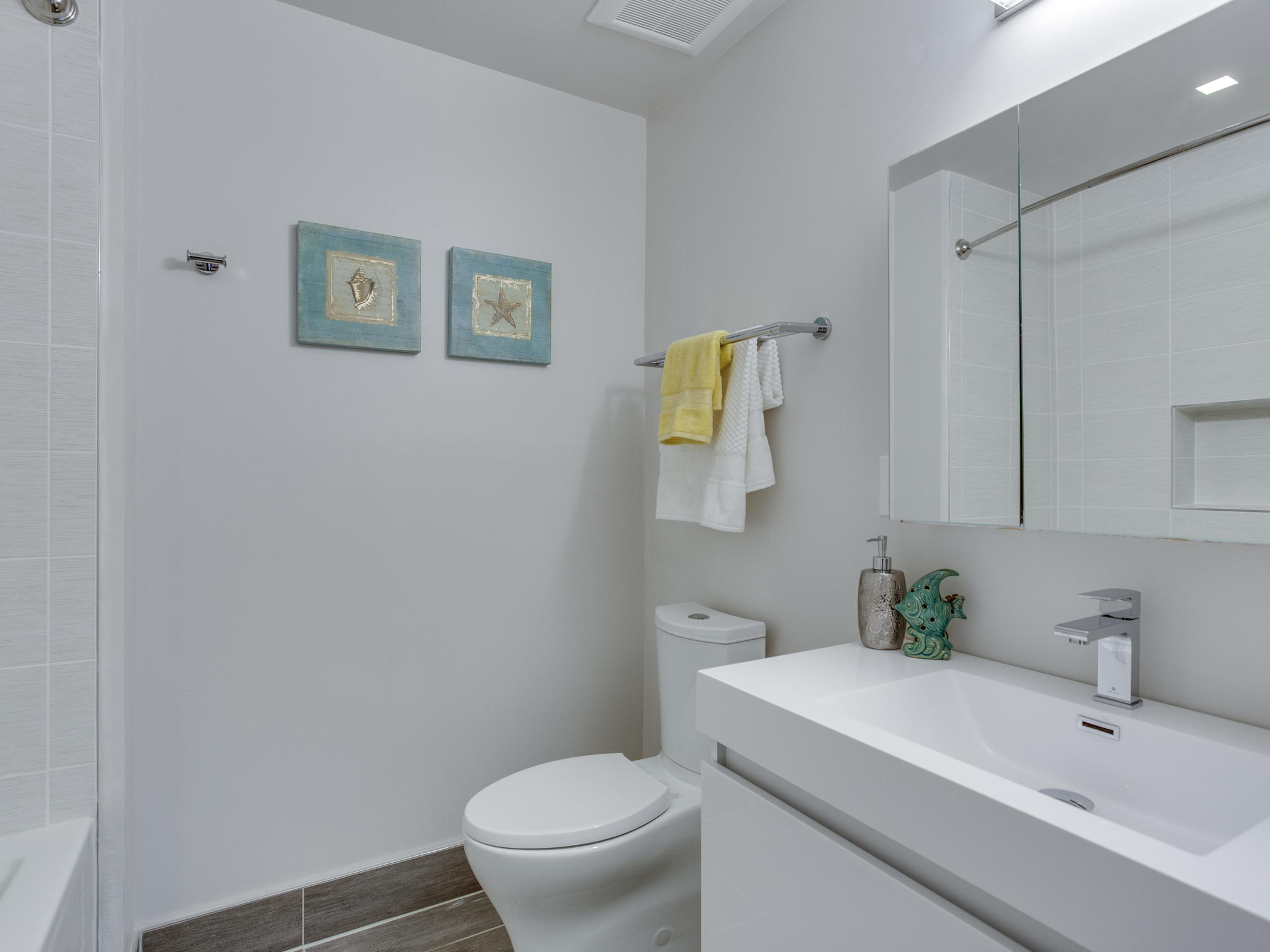 1001 Monroe St NW 1 Washington-MLS_Size-034-47-Bathroom-2048x1536-72dpi.jpg