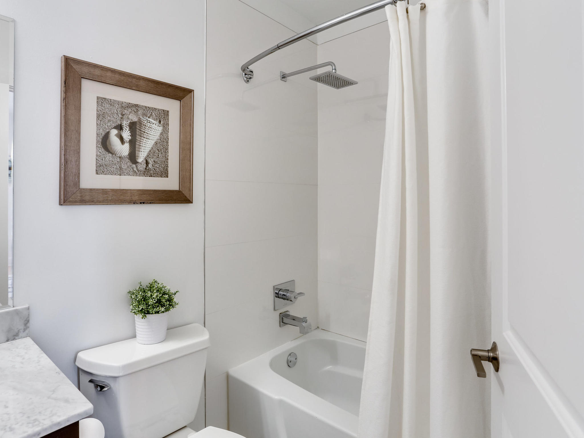 1421 Florida Ave NW 7-MLS_Size-020-29-Bathroom-2048x1536-72dpi.jpg