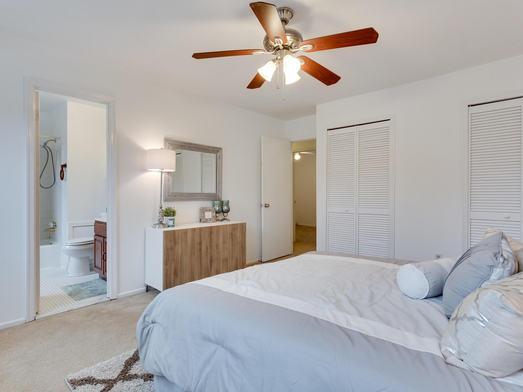 5523 Miles Ct Springfield VA-MLS_Size-029-49-Master Bedroom-2048x1536-72dpi.jpg
